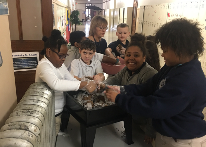Ontario Elementary 4th Graders Constructing A Worm Farm